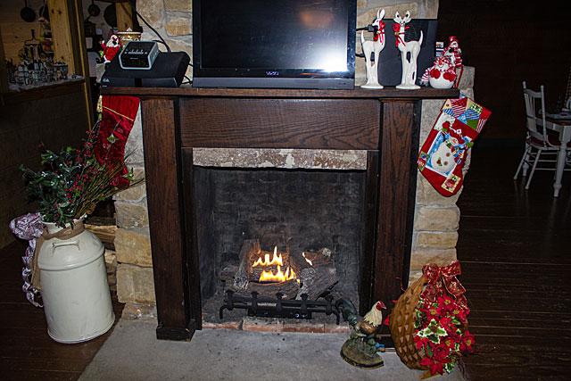 farmhouse-Christmas-1